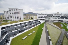 """Das Projekt """"Parklife"""", ein Seniorenwohnheim gekoppelt mit einem Wohnhaus für junge Familien, ist ein europäisches Modellprojekt für energieeffizientes, nachhaltiges Bauen mit Solarnutzung. Die Planung wurde im Zuge eines EUROPAN Wettbewerbs für junge Architekten vergeben. Quelle: SIR"""