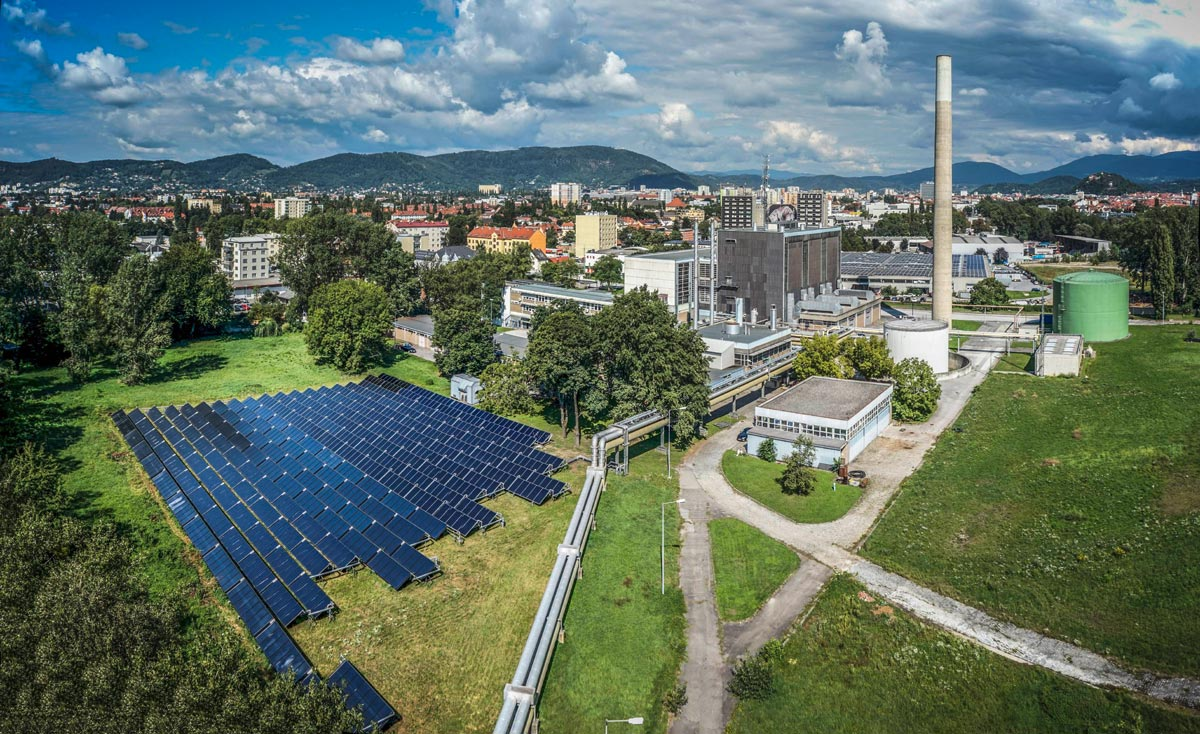 2014 installed field of solar collectors (2480 m2) at the area of AEVG-Fernheizwerk Graz, Photo: S.O.L.I.D.