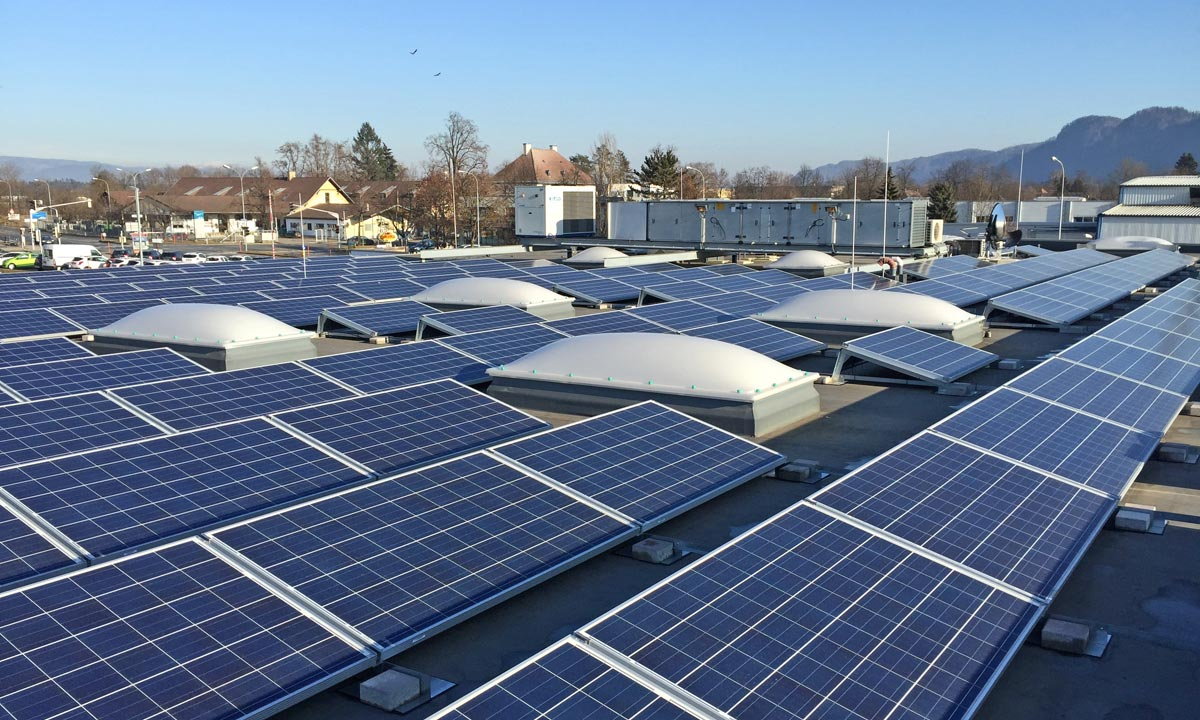 PV modules at a Klagenfurt retail park, Photo: IEV AG