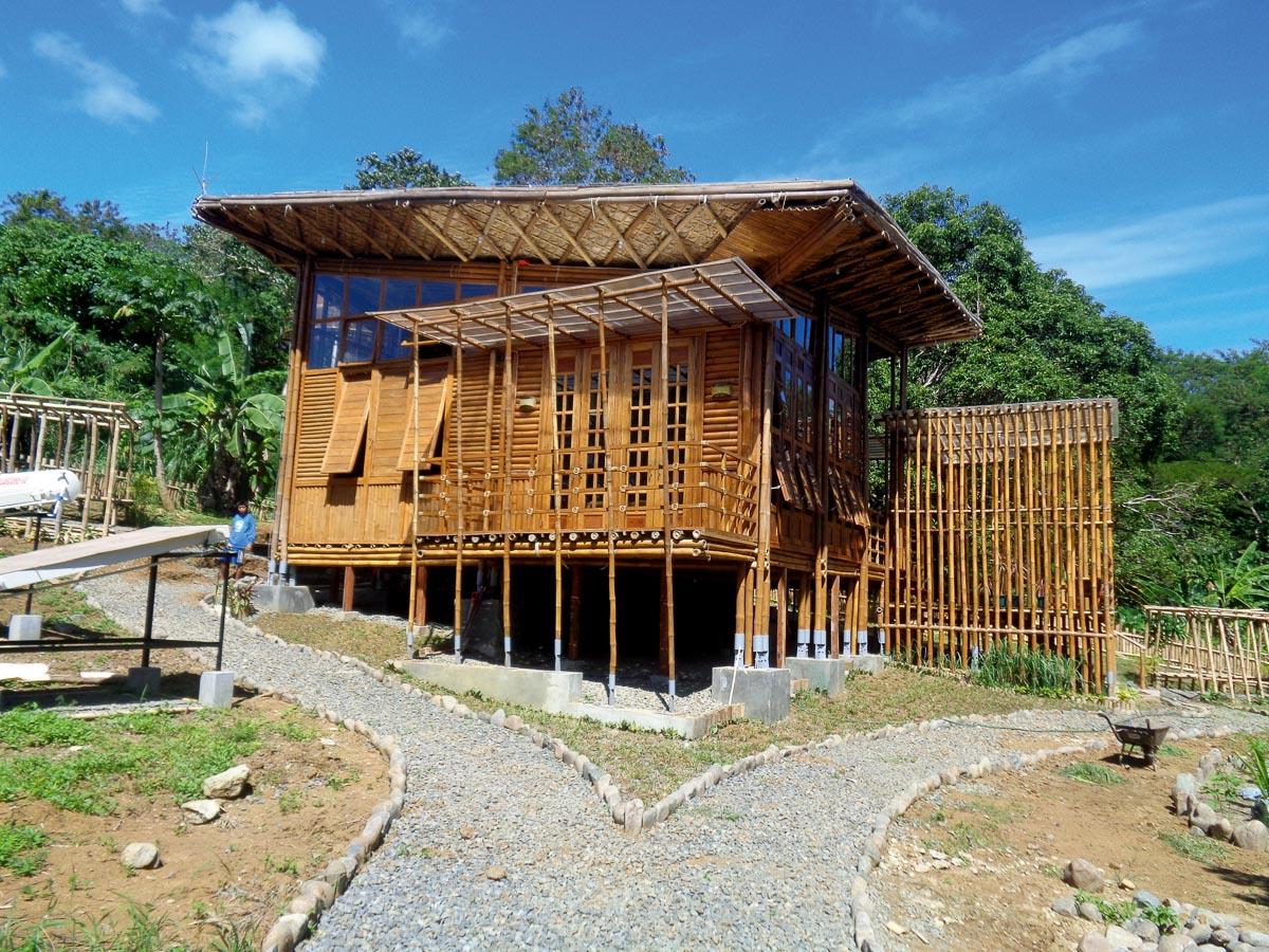 Zero Carbon Resorts, Demonstrationsgebäude in Puerto Princesa, Palawan/Philippinen, beide Fotos: GrAT