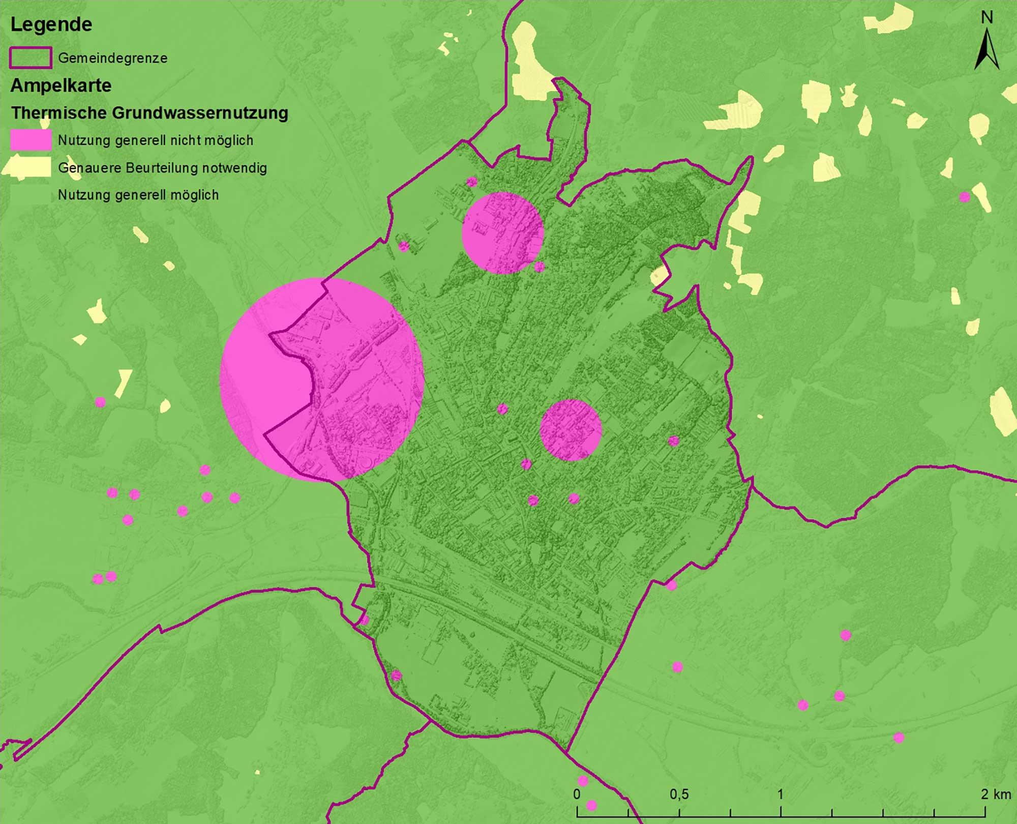 Die Ampelkarte ist eine Zusammenstellung möglicher Ausschließungsgründe für die Errichtung einer oberflächennahen Geothermieanlage und weist Standorte aus, wo die Nutzung generell möglich ist (grün), zusätzliche Informationen erforderlich sind (gelb) oder generell Erdwärme nicht genutzt werden kann (violett). In die Ampelkarten gehen zum Beispiel verkarstungsfähige Gesteine, mögliche Rutschungen oder Bergbaugebiete ein. Abbildungen: Geologische Bundesanstalt (GBA)